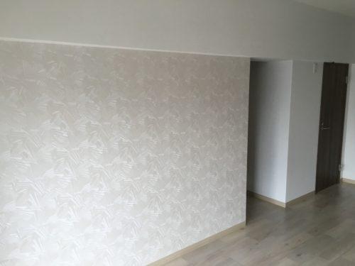 チサンマンション広島のリフォーム工事後のLDKの壁クロスの写真です