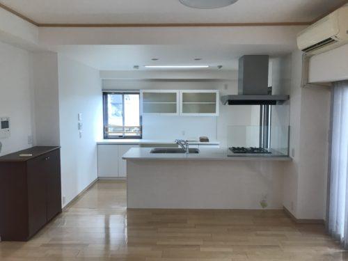 ルミナス三川町ラヴィアン・シャンゼリゼのリフォーム工事後のキッチンの写真です