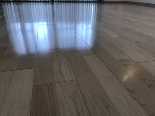 ルミナス三川町ラヴィアン・シャンゼリゼのリフォーム工事後の床フローリングの接写写真です